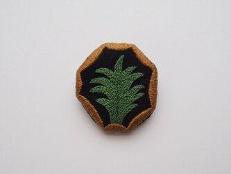 緑色の葉のブローチの画像