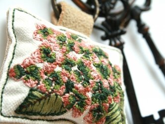 手刺繍・秋色アジサイキーホルダーの画像