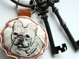手刺繍・フレンチブルドックキーホルダーの画像