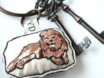 手刺繍・ライオンキーホルダーの画像