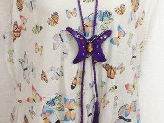 琥珀の蝶ちょモチーフレザーループタイの画像