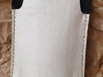 トカゲ皮革スマホケースの画像