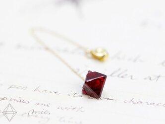 K18◆薔薇の赤、薔薇の棘 レッドスピネル結晶チェーンピアスの画像