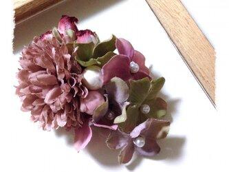 アンティークピンクの華やかお花のピンブローチ 小の画像