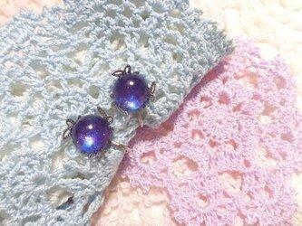 ブルーバイオレットのイヤリング(シルバーカラー)葉っぱの画像
