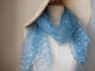 夏の風に吹かれる・空色の藍染めの画像