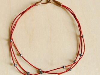オレンジ革紐と淡水パールの3連ネックレスの画像