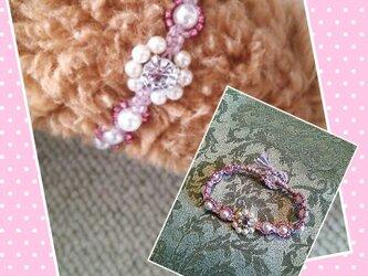 フラワーデザインのブレスレット(ピンクビーズ)の画像