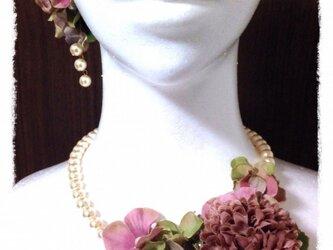 紫陽花とマムのネックレス(アンティークピンク)の画像