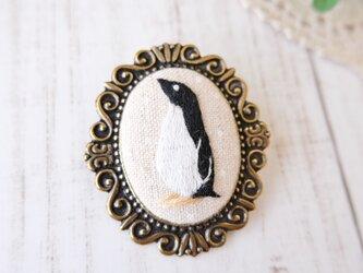 ペンギンの刺しゅうブローチの画像