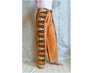 バリ伝統の更紗ラップパンツ オレンジの画像