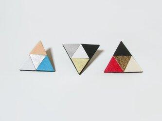 (再販)正三角形のカラフル革ブローチの画像