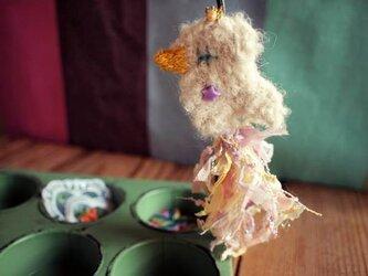 ティアラをつけたコトリのブローチ(フェアリーピンク)の画像