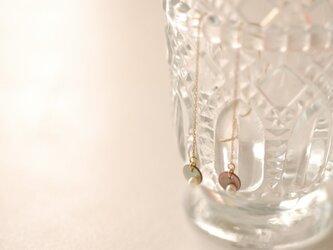 黒蝶貝と淡水パールのピアスの画像
