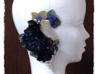 紫陽花とマムのイヤーフックD (アンティークネイビー)右耳用の画像