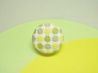 グリーンドットの刺繍ブローチの画像