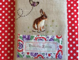 限定1点 ブックジャケット 母子手帳ケース  ブックカバー Lapin うさぎ 蝶 お家 刺繍 の画像