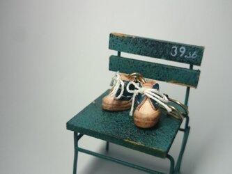 日本最少、豆ブーツのピン(青)の画像