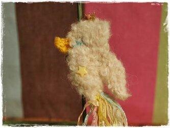 ティアラをつけたコトリのブローチ(パステル)の画像