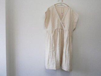 en-en手刺繍飾りカシュクールフレンチ袖ワンピース(ワa001の画像