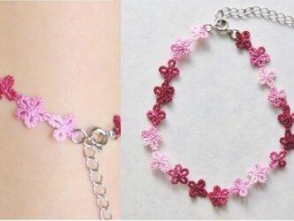 小花のブレスレット(桜色)の画像