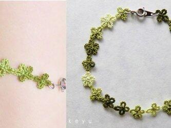 小花のブレスレット(草色)の画像