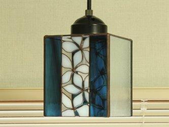 透かし模様のペンダントライト(ブルー)の画像