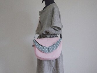 水玉の三日月(ピンク×サックスブルードット)の画像