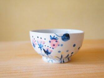 おはなと、いちごと、ちょうと、てんとう虫のお茶碗。の画像