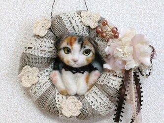 猫 羊毛フェルトのリースの画像