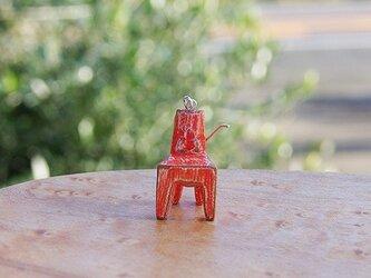 木の椅子のピアス akairoの画像