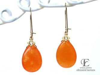 オレンジの大粒ドロップとスクエアCZチャームピアスの画像