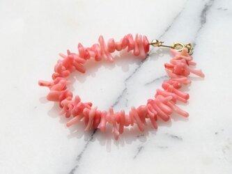 ピンクサンゴブレスレットの画像