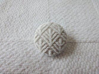 こぎん刺しブローチ 松笠(まつぼっくり) 生成りの画像