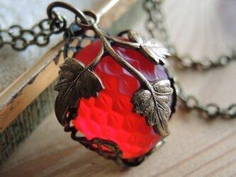 【ヴィンテージ/アンティーク】希少なオーストリア苺のペンダントの画像