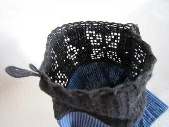 青ふち編み巾着の画像