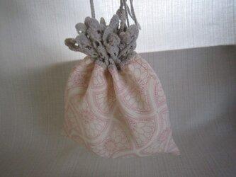 ピンク着物地ふち編み巾着の画像