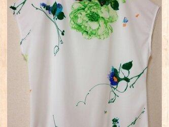【送料無料】花柄カットソー フレンチスリーブの画像