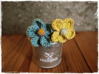 お花のシュシュヘアゴム2個セット ブレスレットにも(ブルー)の画像