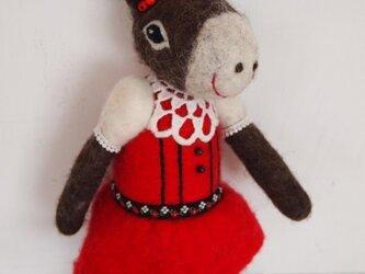 人形 ロバ女の子 赤いドレスの画像