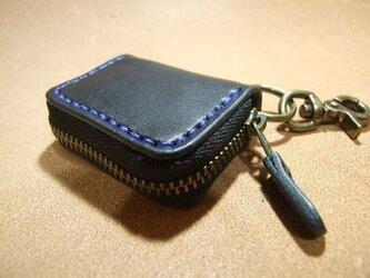 ミニファスナーコインケース 黒に青ステッチの画像