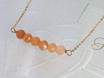 オレンジムーンストーンのネックレスの画像
