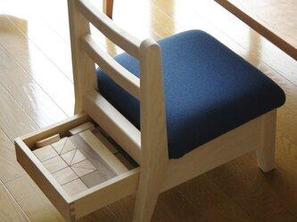 子供椅子(引き出し付き)の画像