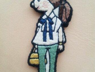 リボンブラウスの女の子(バッグチェーン)の画像