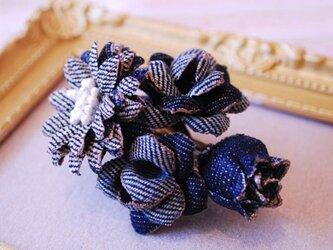 デニムでできた小さなお花のブーケ small バレッタタイプの画像