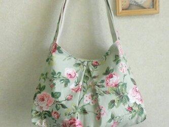 中央タックのショルダーバッグ☆グリーン・花柄の画像