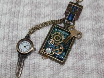 鍵型時計付き、小宇宙の浪漫の画像