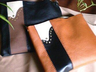 革袋タイプのショルダーバッグの画像