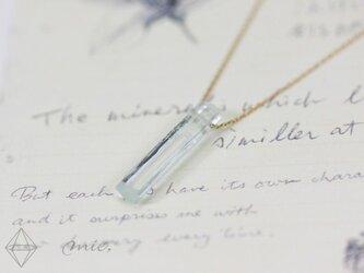 K10◆煌く氷の柱 アクアマリン結晶ネックレスの画像