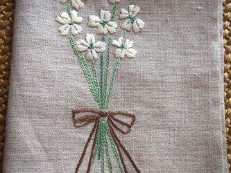 白の小花ブーケのデザイン 刺繍のリネンクロスの画像